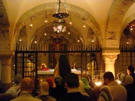 православная литургия на мощах св. Николая чудотворца в крипте базилики